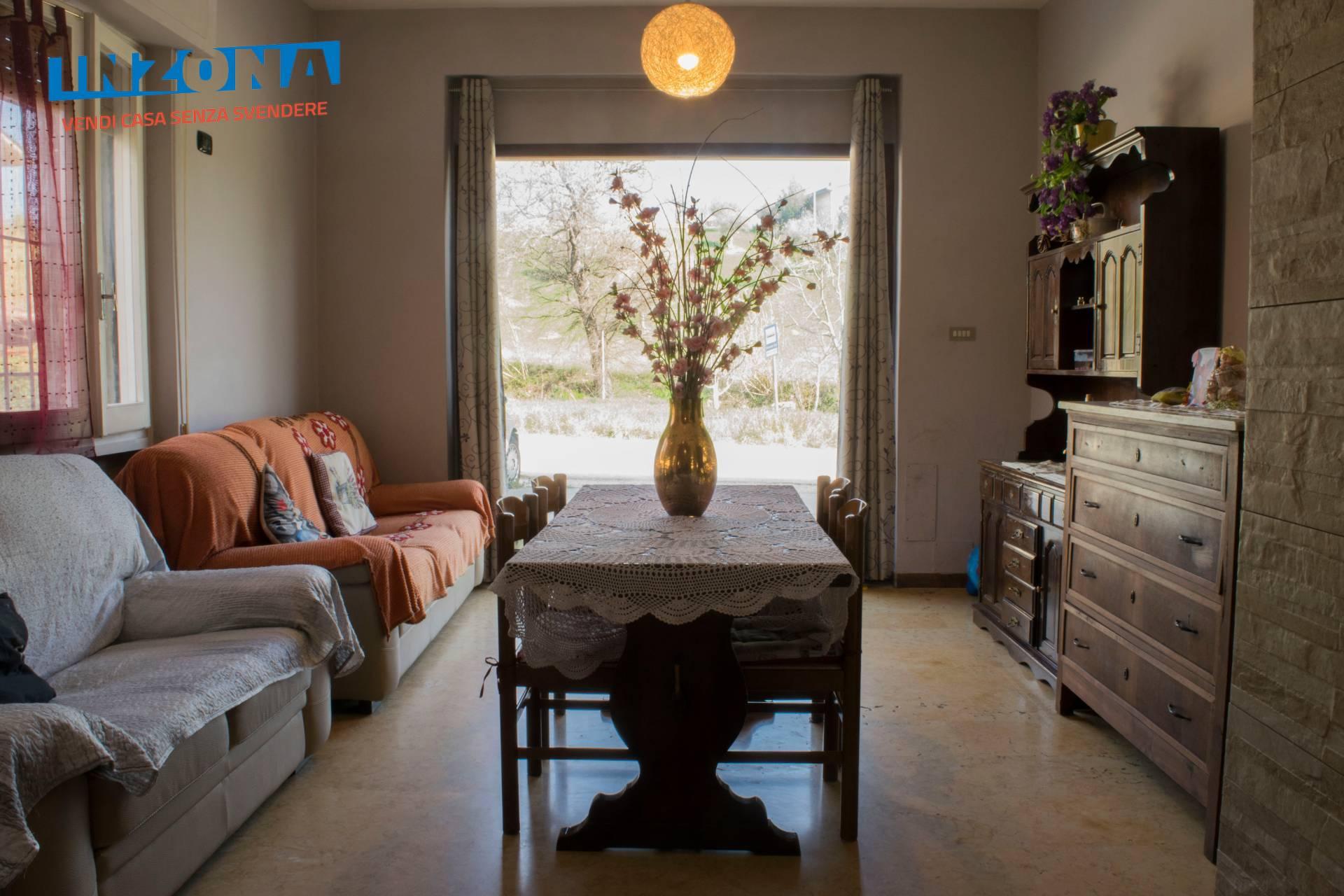 Appartamento in vendita a Montorio al Vomano, 4 locali, zona Zona: Brozzi, prezzo € 53.000 | CambioCasa.it