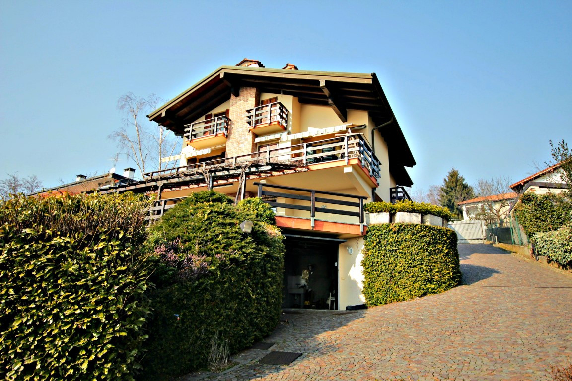 Foto 1 di Villa piazza don minzoni,  Arizzano