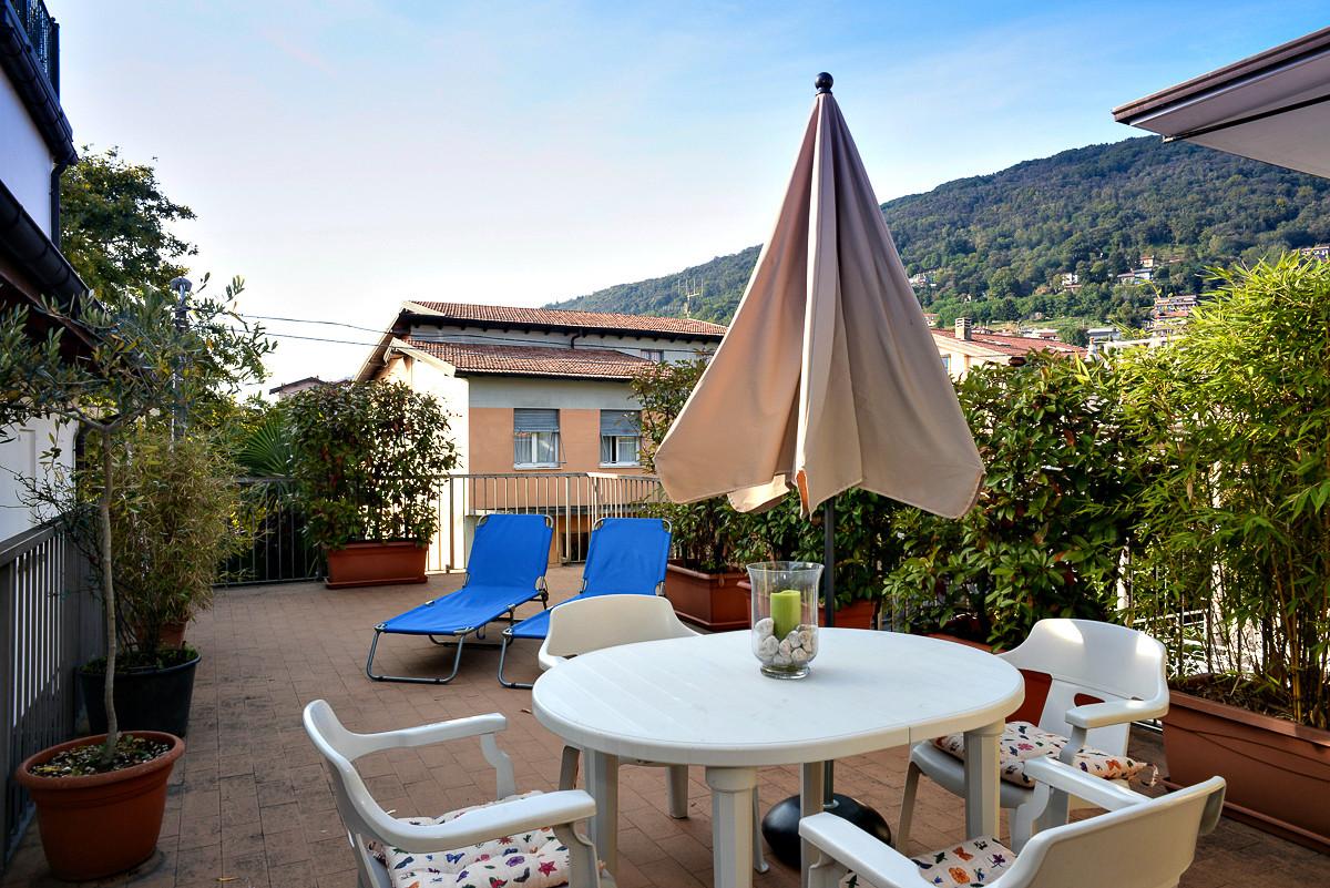 Soluzione Indipendente in vendita a Verbania, 3 locali, zona Zona: Suna, prezzo € 430.000 | Cambio Casa.it