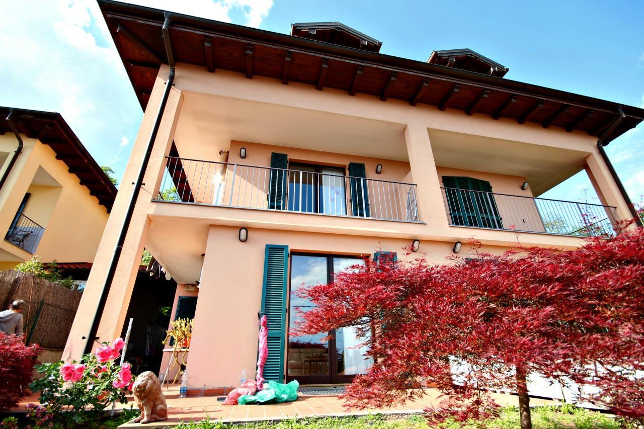 Villa Bifamiliare in Vendita a Verbania