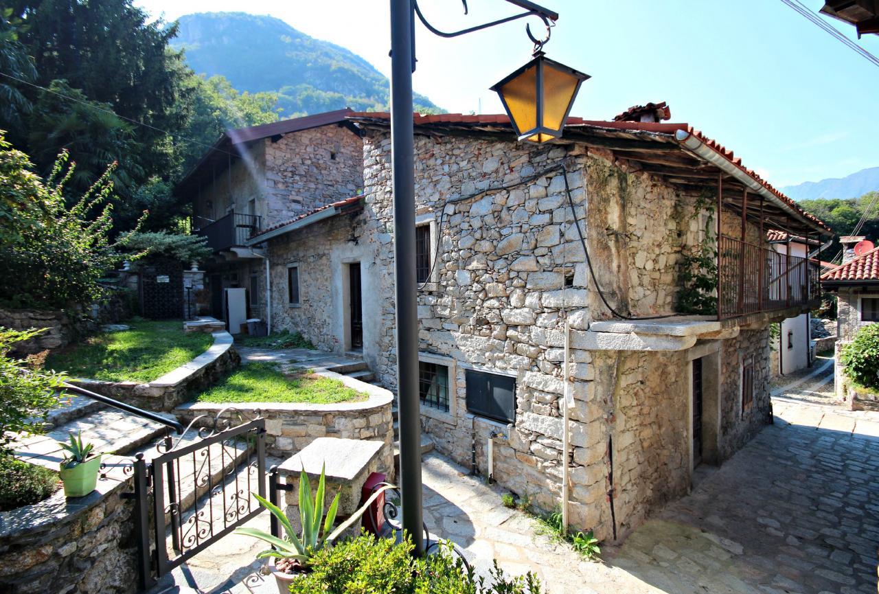 Soluzione Semindipendente in vendita a Mergozzo, 5 locali, zona Zona: Montorfano, Trattative riservate | Cambio Casa.it