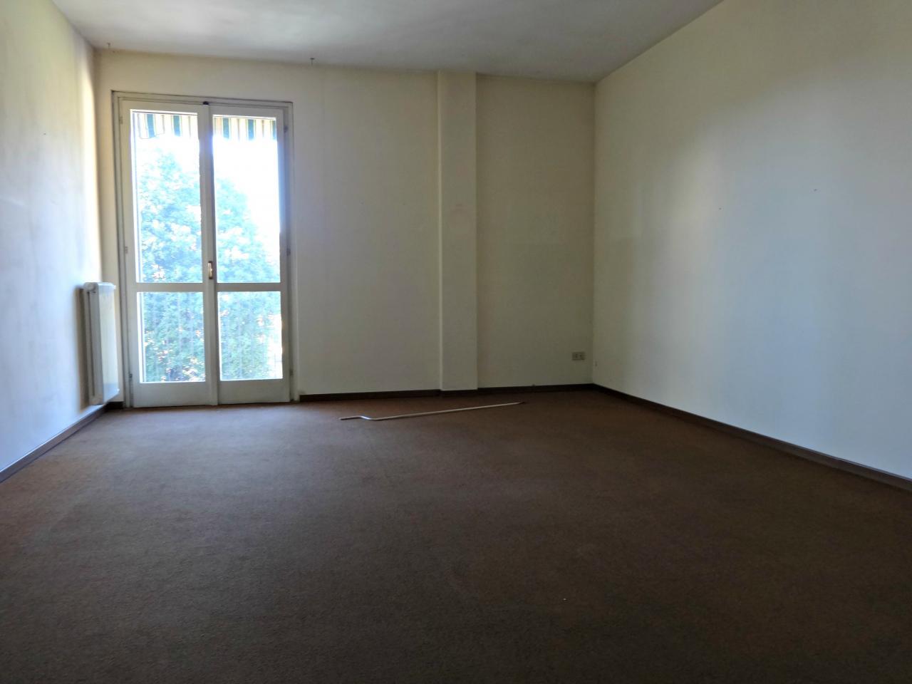 Appartamento in affitto a Verbania, 3 locali, zona Località: Intracentro, prezzo € 900 | Cambio Casa.it