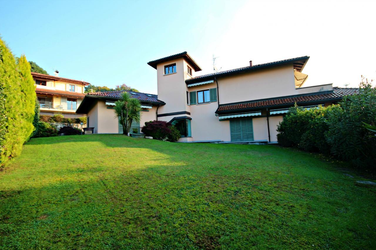 Villa in vendita a Verbania, 7 locali, zona Zona: Zoverallo, Trattative riservate | CambioCasa.it