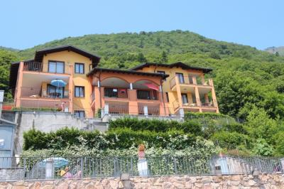 Oggebbio, Apartment with swimming pool, terrace, lake view and parking at Sale