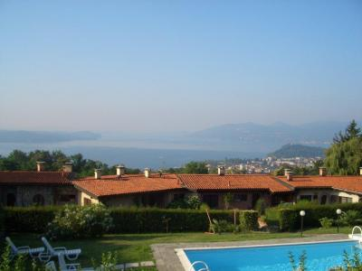 Arizzano, Apartment with swimming pool, terrace, lake view and parking at Sale