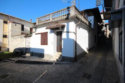Ghiffa, Casa semindipendente con ampia terrazza in Vendita