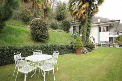 Ghiffa, Casa indipendente con giardino e garage in Vendita
