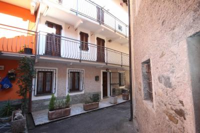 San Bernardino Verbano, Semi-detached house finely restored with large balconies: at Sale