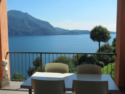 Ghiffa, Fantastic apartment with terrace, lake view, swimming pool, berth, park, private beach, tennis courts: at Sale