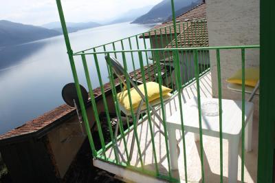 Cannobio, Casa indipendente con balcone e vista lago in Vendita