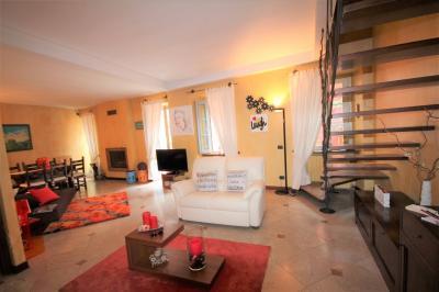 Cannobio, Appartamento di charme con balcone e vista lago in Vendita