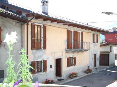 Cavaglio-Spoccia, Casa indipendente con giardino e garage in Vendita