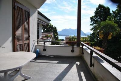 Baveno, Appartamento con Balcone Vista Lago e Posto auto in Vendita