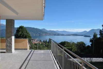 Baveno, appartamento con Terrazza vista lago giardino e posto auto in Vendita