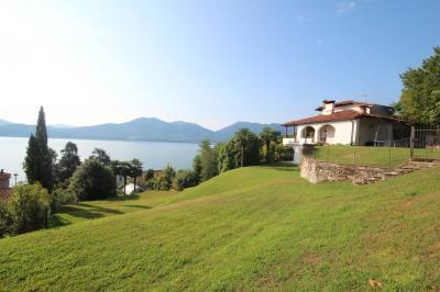 Oggebbio, Villa con Giardino e stupenda  Vista Lago in Vendita