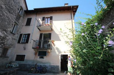 Cannobio, Casa semindipendente con giardino e corte in Vendita