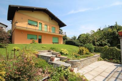 Verbania, Casa indipendente con giardino e garage in Vendita