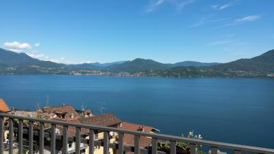 Oggebbio, Appartamento con Balcone Vista Lago e Posto auto in Vendita