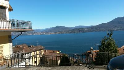 Oggebbio, appartamento con Terrazza vista lago giardino e posto auto in Vendita