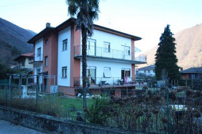 Cannobio, Appartamento con Giardino e Posto Auto in Vendita