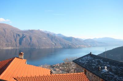 Cannobio, Casa con Terrazza e Vista Lago in Vendita
