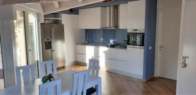 Cannobio, Charmante Wohnung mit Balkon und Seeblick - SepPromenade zu verkaufen