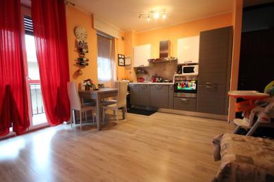 Verbania, Dreizimmerwohnung mit Garage zu verkaufen