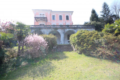 Stresa, Villa with garden and wonderful lake view at Sale