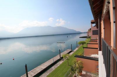 Ghiffa, appartamento con Terrazza vista lago giardino e posto auto in Vendita