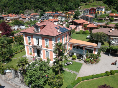 Cannobio, Splendida Villa d'Epoca con Parco e Depandance in Vendita