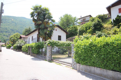 Cannobio, indipended house with garden and boxauto at Sale