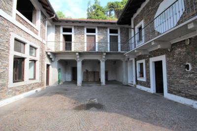 Oggebbio, Casa Indipendente con Terrazza, Vista Lago e Giardino in Vendita