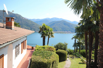 Cannobio, Villa with garden and wonderful lake view at Sale