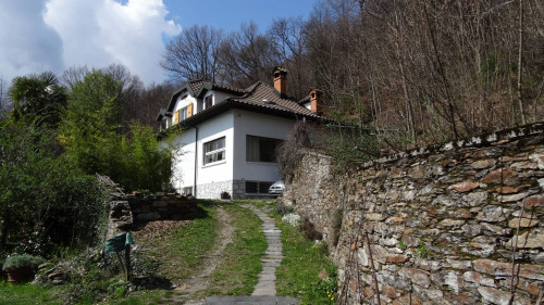 Trarego Viggiona, Villa with garden and wonderful lake view at Sale