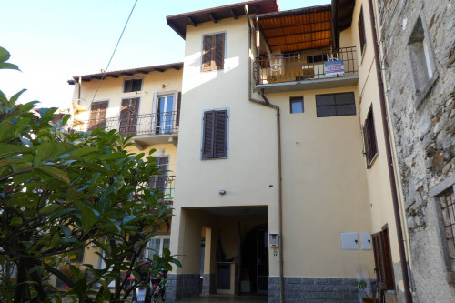 Cambiasca, three-room apartment with garage at Sale