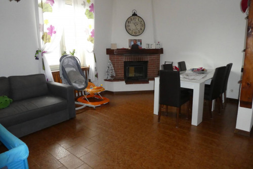 Cambiasca, four-room apartment with garage at Sale
