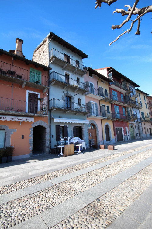 Cannobio, Charming apartment with balcony and lake view: at Sale