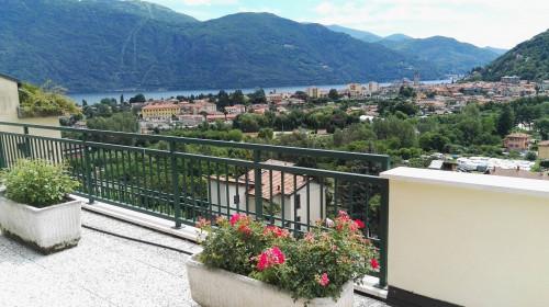 Cannobio, Appartamento con piscina, terrazza, vista lago e posto auto in Vendita