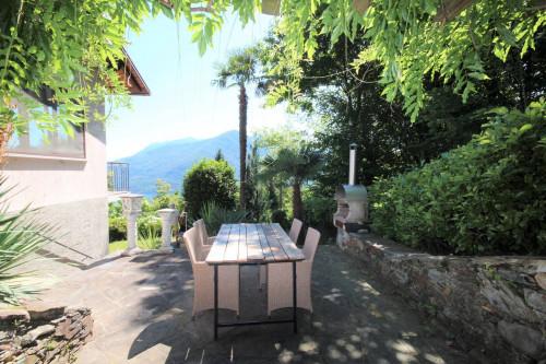 Cannobio, Villa con Giardino e stupenda  Vista Lago in Vendita