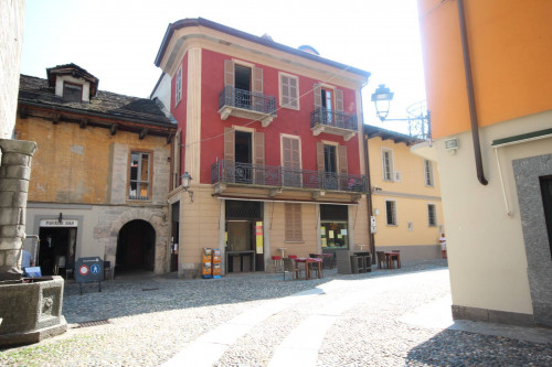 Cannobio, Charming apartment with terrace in the historic center at Sale