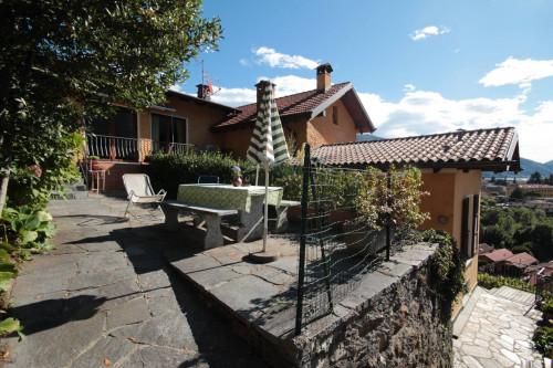 Cannobio, appartamento con Terrazza vista lago giardino e posto auto in Vendita