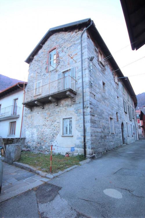 Cannobio, Splendida Casa semindipendente con balcone e posto auto in Vendita