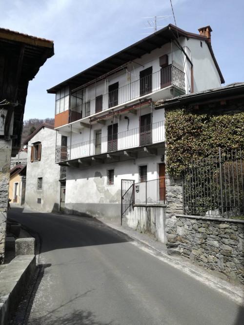 Miazzina, Casa indipendente con balcone e vista lago in Vendita