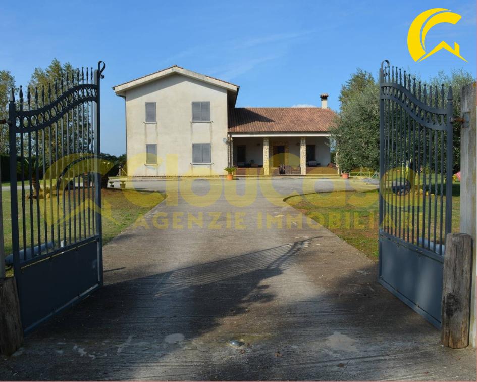 Villa in vendita a Cisterna di Latina, 4 locali, prezzo € 310.000 | CambioCasa.it