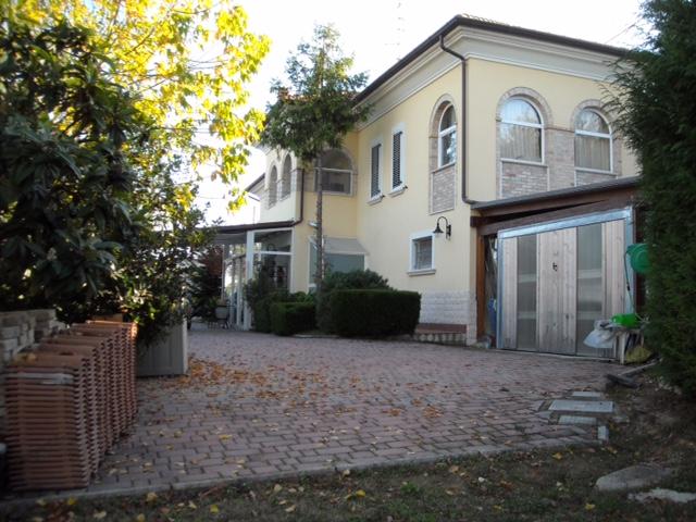Villa in vendita a Monteprandone, 8 locali, zona Località: Collinare, prezzo € 380.000 | Cambio Casa.it