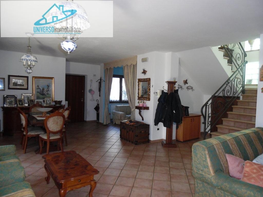 Villa in vendita a San Benedetto del Tronto, 10 locali, zona Località: Centraleversonord, prezzo € 550.000 | Cambio Casa.it