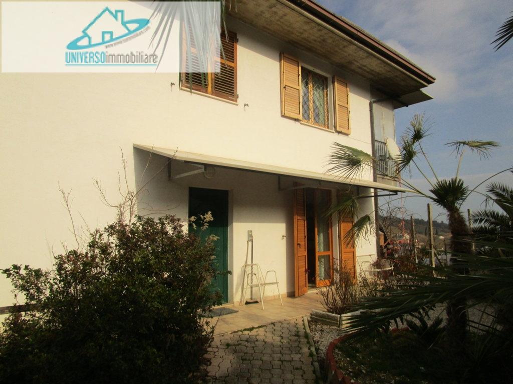 Soluzione Indipendente in vendita a Grottammare, 12 locali, zona Località: ValTesino, prezzo € 450.000 | Cambio Casa.it