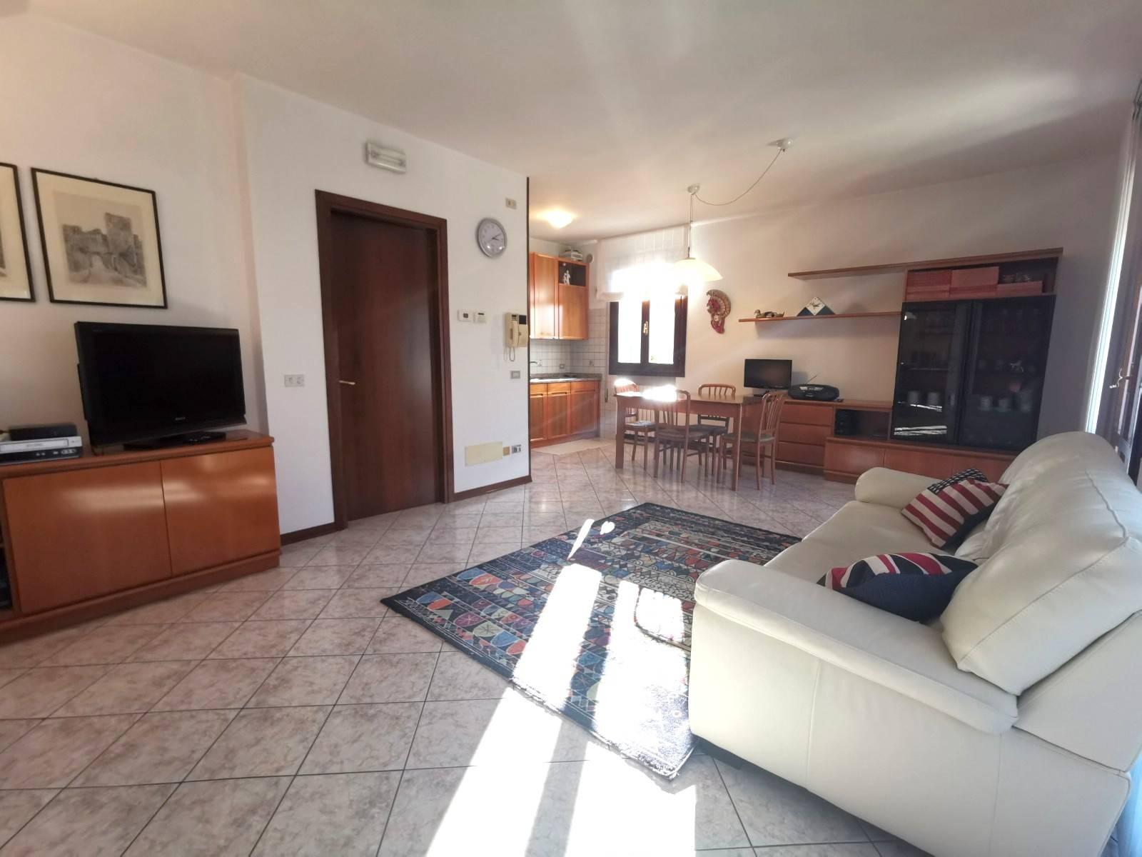 Appartamento in vendita a Campo San Martino, 5 locali, zona Zona: Marsango, prezzo € 105.000 | CambioCasa.it
