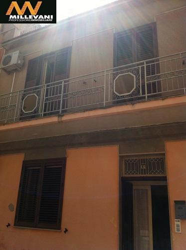 Soluzione Indipendente in vendita a Pozzallo, 7 locali, prezzo € 110.000 | Cambio Casa.it