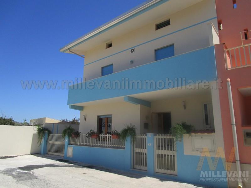 Soluzione Indipendente in vendita a Scicli, 11 locali, zona Località: CavadAliga, prezzo € 240.000 | Cambio Casa.it